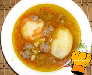 Суп з фаршированою картоплею та фрикадельками