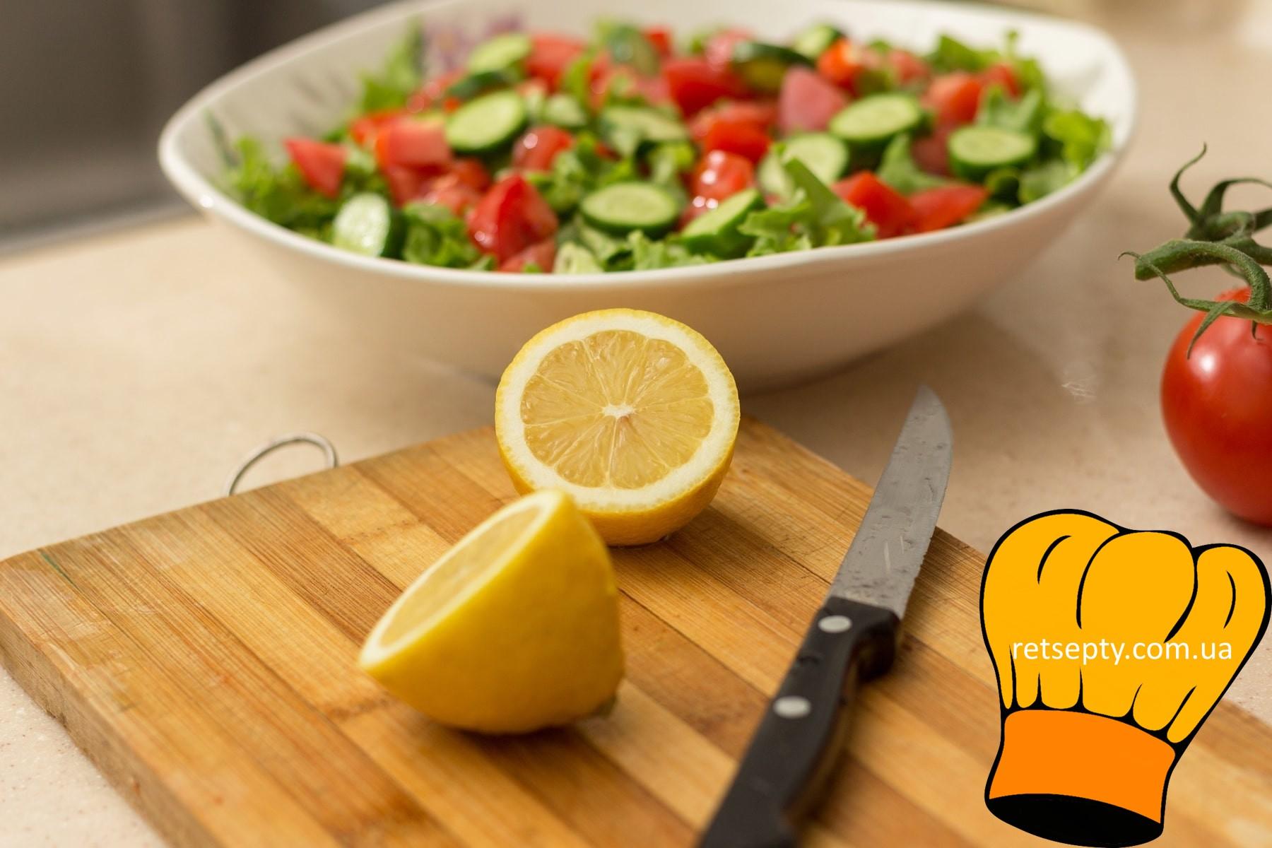 Салат з копченої риби з лимоном