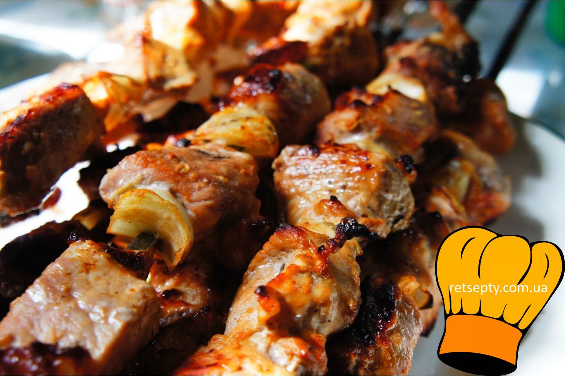 Традиційний шашлик зі свинини